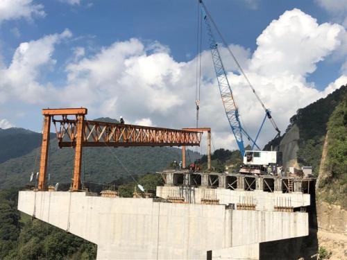 Estructura lanzadora de puentes